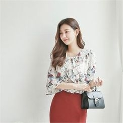 Styleberry - 3/4-Sleeve Floral Print Ruffled Top
