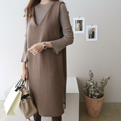 DAILY LOOK - Sleeveless V-Neck Knit Dress