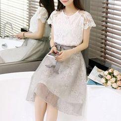 Effie - Set: Short-Sleeve Top + Bow-Accent A-Line Skirt