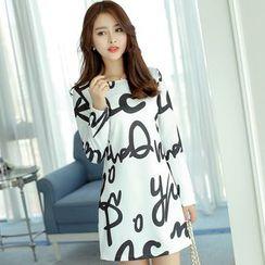 YUMU - Long-Sleeve Lettering Sheath Dress