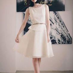 KAKO KARA - Lace Panel Peplum Dress