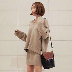Seoul Fashion - Set: V-Neck Knit Top + Mini Skirt