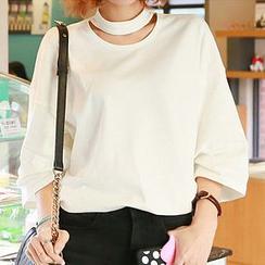 MOROCOCO - Cutout Neckline T-Shirt