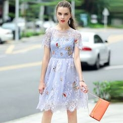 Queen Mulock - Short-Sleeve Embroidered Lace Dress