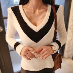 DABAGIRL - V-Neck Contrast-Trim Knit Top