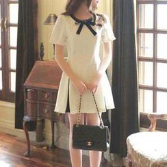 Jolly Club - Short-Sleeve Contrast-Color Bowed Dress