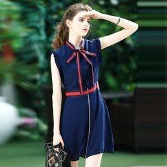 洛圖 - 無袖系帶領連衣裙