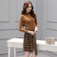Zella - Set: Long Sleeve Knit Top + Plaid Asymmetric Hem Skirt