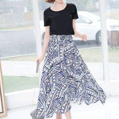 Ekim - Set: Plain Short-Sleeve T-Shirt + Print Midi Skirt