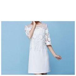 草莓花朵 - 中袖饰蕾丝连衣裙
