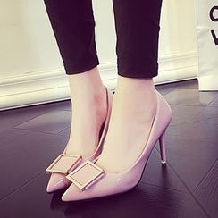 Yoflap - Buckled Pointed Pumps