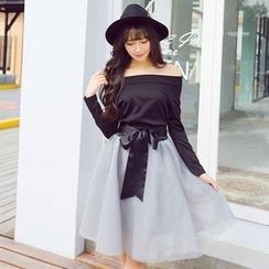 TANGYIZI - Set: Off-Shoulder Top + Bow Mesh Skirt