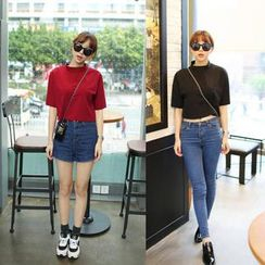 QZ Lady - Short-Sleeve Mock-Neck Cropped Top