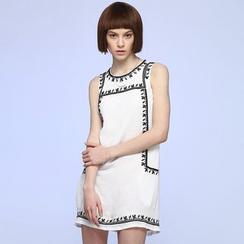 Liya Closet - Embroidered Sleeveless Shift Dress