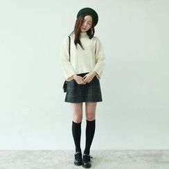 Vintage Vender - Turtle-Neck Cable-Knit Sweater