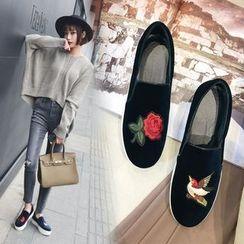 Kireina - Embroidery Velvet Slip-On Sneakers