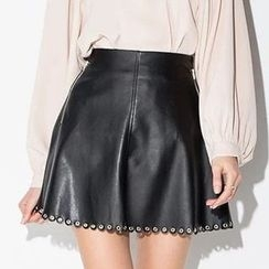 Richcoco - Eyelet Detailed Faux Leather Skirt