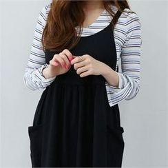 PINKSISLY - V-Neck Stripe T-Shirt