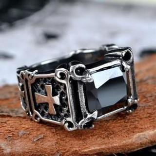 Trend Cool - Jewelled Cross Pattern Ring