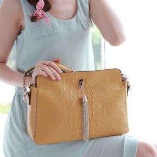 Moonbasa - Tasseled Croc-Grain Shoulder Bag