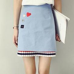 RASA - Set: Contrast Trim Short-Sleeve T-Shirt + Pleated Hem Applique A-Line Skirt
