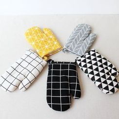Gukan - Patterned Oven Gloves