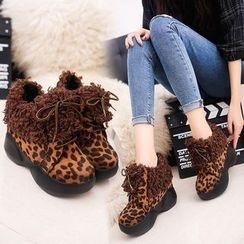 周董女鞋 - 毛毛边船跟踝靴