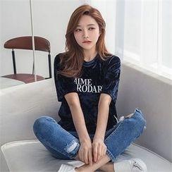 ERANZI - Short-Sleeve Lettering Velvet T-Shirt