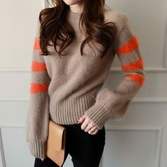 NIPONJJUYA - Contrast-Trim Furry-Knit Sweater