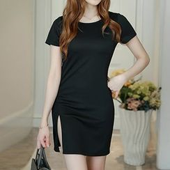 Q.C.T - Short-Sleeve Slit Sheath Dress