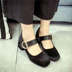 Wello - 粗跟飾扣高跟鞋