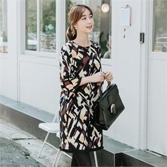 JOAMOM - 3/4-Sleeve Patterned Shift Dress
