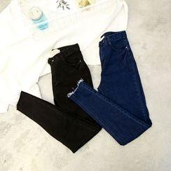 Color7 - Fray-Hem Slim-Fit Jeans