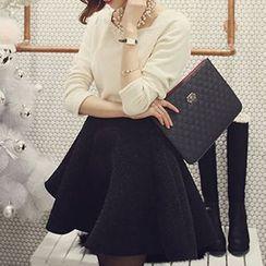 Queen Bee - Set: Long-Sleeve Top + A-Line Skirt