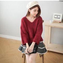 Hanako Shiratori - Set: V-Neck Sweater + A-Line Skirt