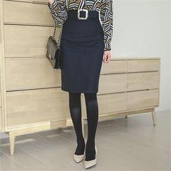 ode' - Slit-Back Pencil Skirt with Belt