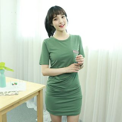 Dodostyle - Pocket-Front Shirred T-Shirt Dress