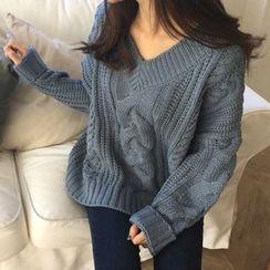 Cloud Nine - Thick V-Neck Sweater
