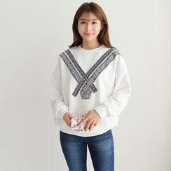 CLICK - Embroidered Appliqué Sweatshirt