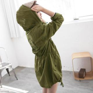Tokyo Fashion - Star-Studded Drawstring Hooded Printed Jacket