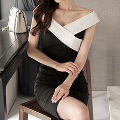 Queen Bee - Two Tone Off Shoulder Sheath Dress