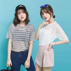 PUFII - Shadow Stripe Cropped T-Shirt