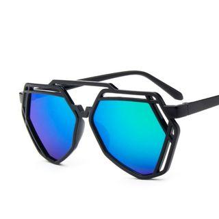 iLANURA - Shaped Sunglasses