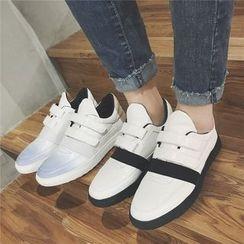 MARTUCCI - Velcro Sneakers
