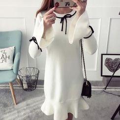 Qimi - Contrast Trim Long Sleeve Knit Dress