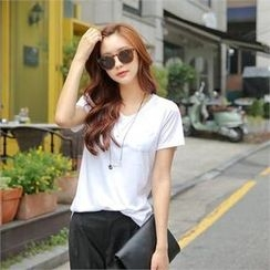 Styleberry - V-Neck Pocket-Front T-Shirt