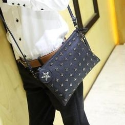 Yiku - Studded Clutch