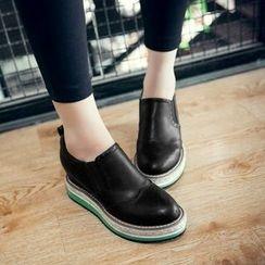 JY Shoes - Hidden Wedge Slip Ons