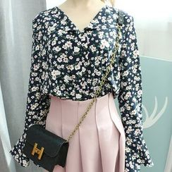 Dodostyle - Floral Patterned Bell-Sleeve Blouse