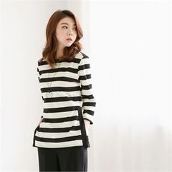 MAGJAY - 3/4-Sleeve Zip-Back Striped Top